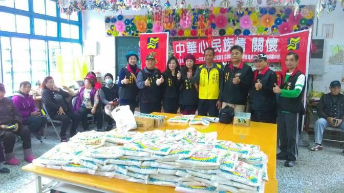 中華統一促進黨定國黨部捐贈白米給低收入戶