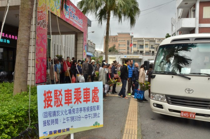 吉安鄉公所倡導清明普渡以心燈取代燒金